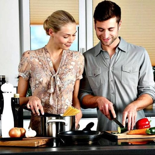 Couple Cooking e1586020129975