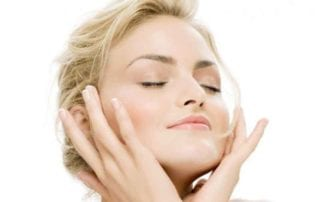 3 Simple Ways Arbutin Brightens Skin Vibrantly & Effectively